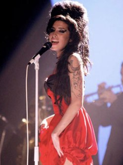 Amy Winehouse doing what she did best. Photo by Yui Mok/PA