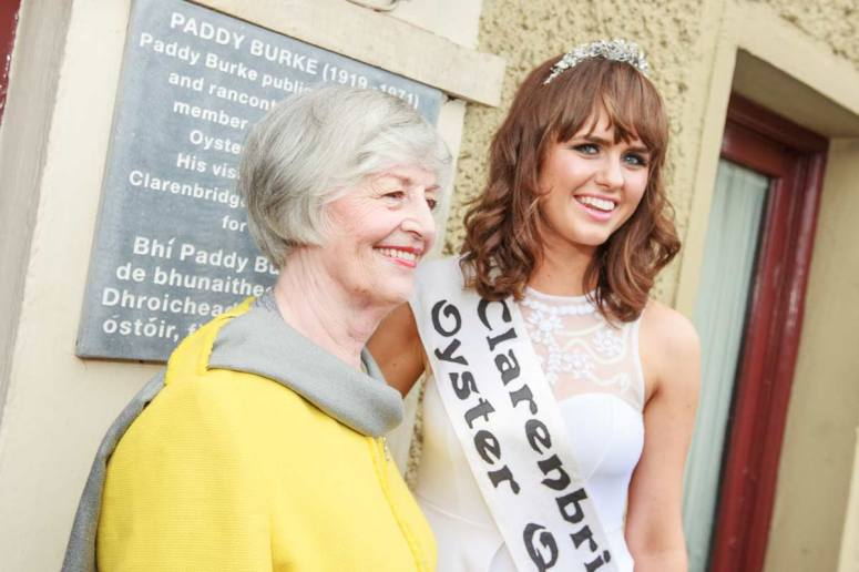 Oyster Queen, Fiona Armstrong (22) and Peggy Carty O'Brien the original oyster queen who was crowned 61 years ago at unveiling of the plaque for founder of the festival Paddy Burke. Photo by Darius Ivan www.divmedia.ie