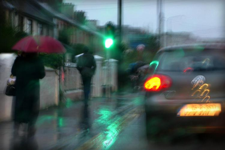 people in the rain, Galway city