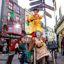 Macnas 5 October, 2017 Caroline Okwonko, Barra Convery and Yvette Picque bring Macnas colourful parade characters to life in Galway's Latin Quarter today. All are graduates of the Macnas Young Ensemble troupe and will take part in this year's Macnas Galway Halloween Parade, Port Na Bpucai (Song of the Spirits), which is happening on Sunday 29 October at 5.30pm. Photo by Darius Ivan, divmedia.ie