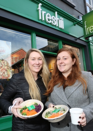 To celebrate the opening of Freshii in Galway, the global healthy fast food restaurant chain invited Galwegians to Eat and Energize for FREE on Thursday. Pictured are Ruth Fox-Galway Lisa Fox-Leitrim of Simon J. Kelly. Photograph by Aengus McMahon